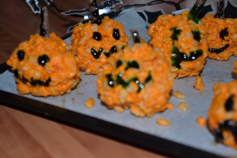 Halloween Pumpkin KrispieCakes